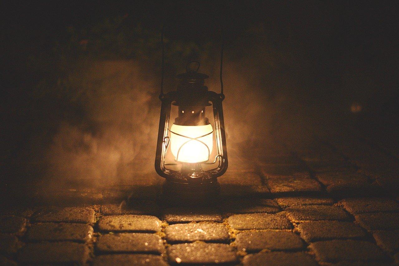 Jak dobrze wkomponować lampy ogrodowe?