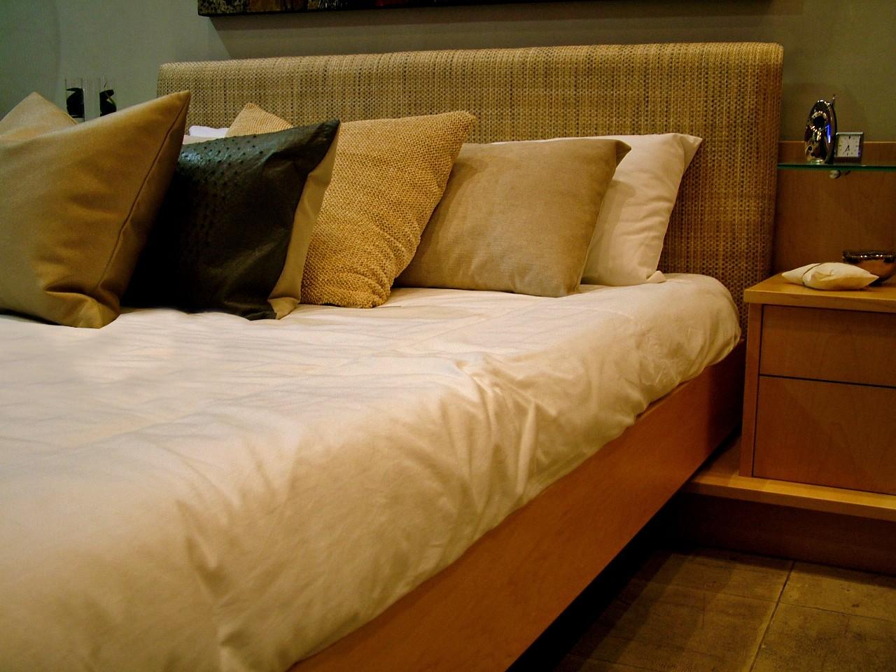 Łóżka tapicerowane do sypialni 90×200